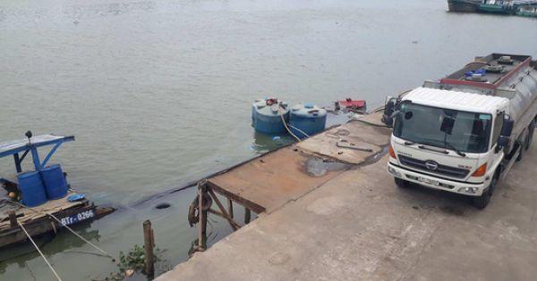 Điều tra vụ thuyền chở hàng chục tấn hóa chất chìm xuống sông Đồng Nai