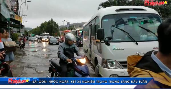 TP HCM: Nước ngập, kẹt xe nghiêm trọng trong sáng đầu tuần