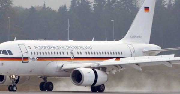 Chuyên cơ chở Thủ tướng Đức hạ cánh khẩn cấp do lỗi kỹ thuật