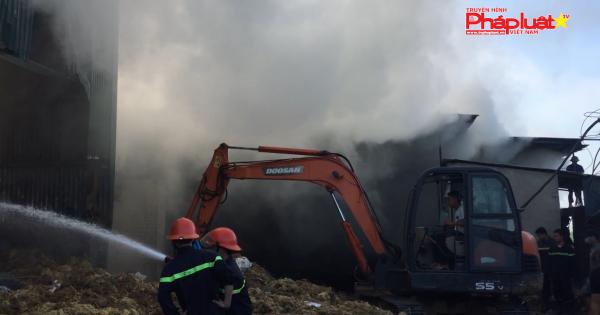 Cháy tại Công ty sản xuất tăm tre, huy động 7 xe chữa cháy