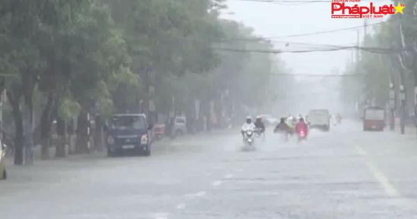 Mưa lớn kéo dài, Quốc lộ 1A bị tê liệt nhiều giờ