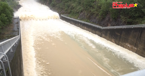 Quảng Ngãi: Hồ chứa nước Núi Ngang xả lũ gần 150 mét khối/giây, dân vùng hạ lưu lo ứng phó