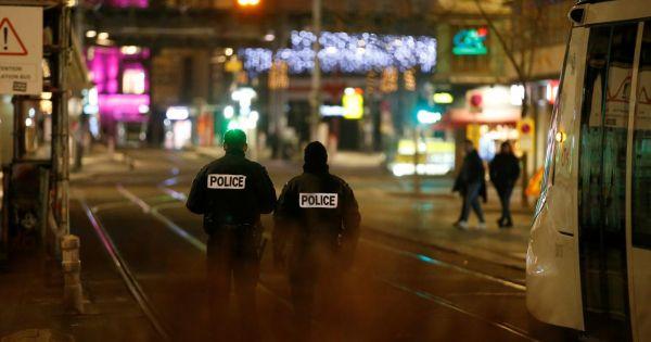 Pháp: Xả súng tại chợ Giáng sinh, nhiều người thương vong