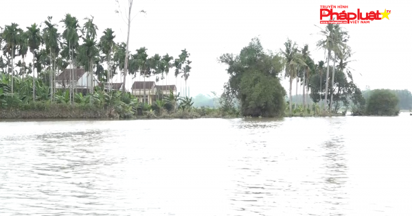 Quảng Ngãi: Tập trung xử lý môi trường, nguồn nước uống cho dân vùng lũ
