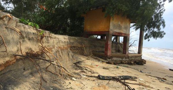 Bờ biển Thừa Thiên Huế bị xâm thực sâu gần 10 m