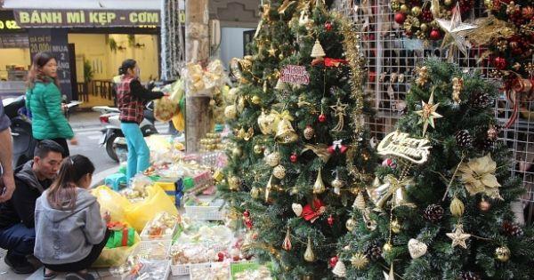 Người Sài Gòn tất bật mua đồ Giáng sinh