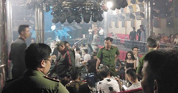 Cảnh sát bao vây quán bar ở Sài Gòn, giữ 80 người phê ma tuý