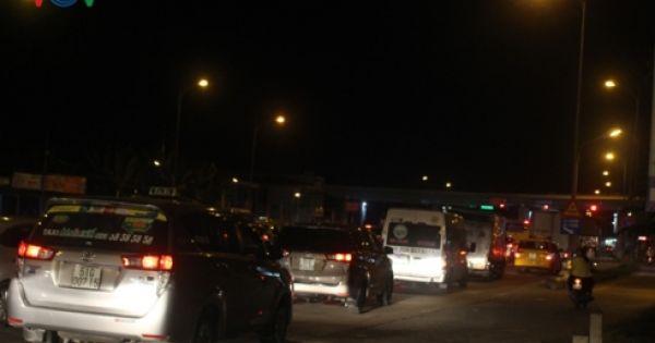 Ùn tắc giao thông, BOT cầu Rạch Miễu buộc phải xả trạm