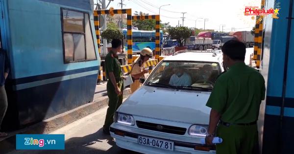 Tài xế dừng ôtô hơn 4 giờ phản đối thu phí ở BOT An Sương - An Lạc