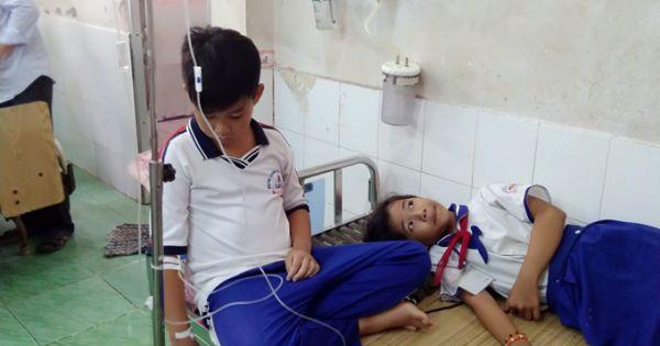 Nhiều học sinh nhập viện sau khi súc miệng bằng dung dịch Fluor