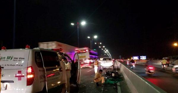 Liên tiếp xảy ra tai nạn giao thông trên cầu Sài Gòn do xe máy đi vào làn đường ô tô