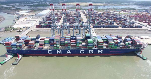 Tàu container lớn nhất chính thức khai thác ở Việt Nam