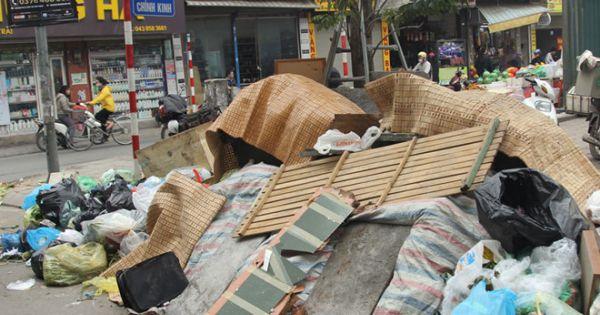 Dân chặn xe vào bãi, Hà Nội rác ngập đường