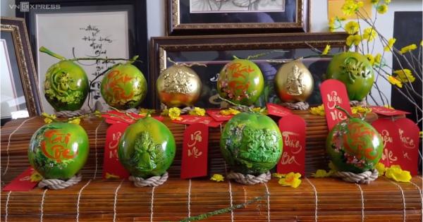 Nhóm bạn trẻ TP HCM tạo hình 3D trên trái dừa bán dịp Tết