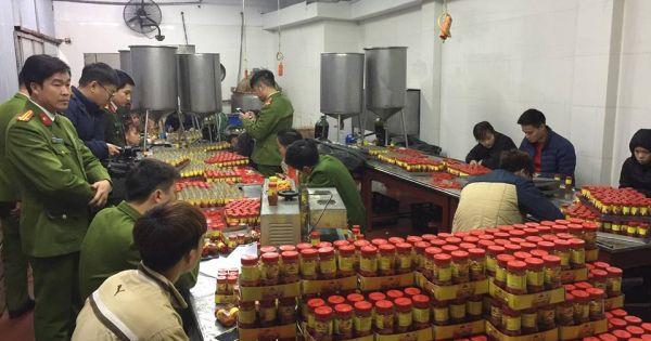 Phát hiện cơ sở sản xuất hàng nghìn lọ sa tế giả mỗi ngày ở Hà Nội