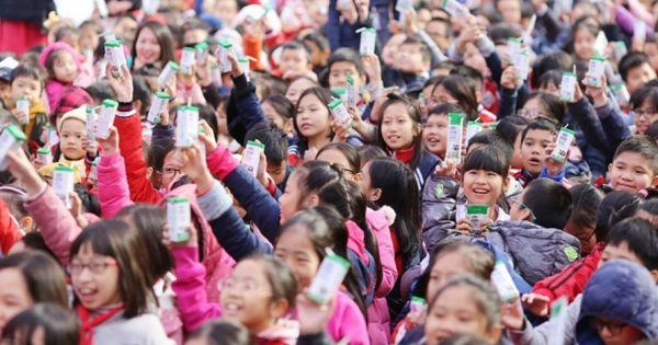 Sau 1 tháng thực hiện Sữa học đường ở Hà Nội: Vẫn còn những băn khoăn