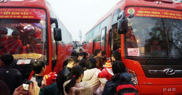 Hà Nội tổ chức nhiều chuyến xe miễn phí đưa công nhân về quê đón Tết