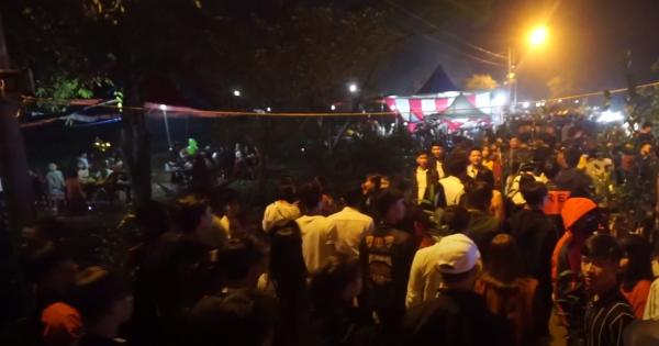 Hàng chục nghìn người đi chợ cầu may lúc rạng sáng mùng 3 Tết