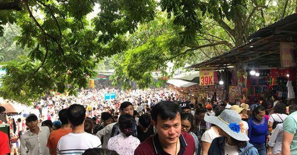Chưa khai hội, chùa Hương đã tràn ngập du khách