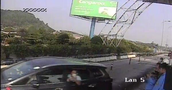 Khởi tố vụ án tài xế tông cọc tiêu trạm BOT