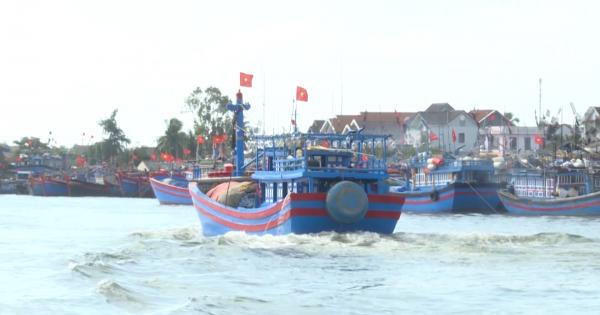 Quảng Ngãi: Ngư dân tất bật cho phiên biển đầu năm ở ngư trường Hoàng Sa