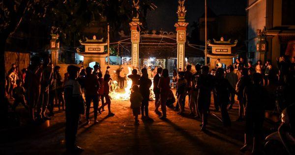 Hà Nội: Độc đáo tục lấy đỏ trong đêm