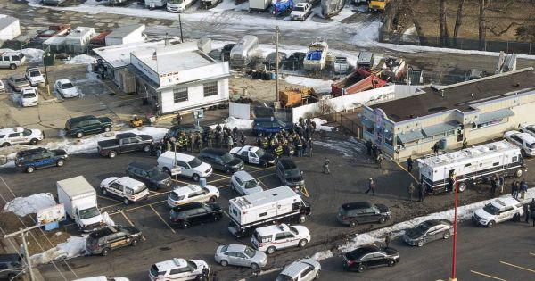 Mỹ: Xả súng kinh hoàng ở Illinois, 10 người thương vong