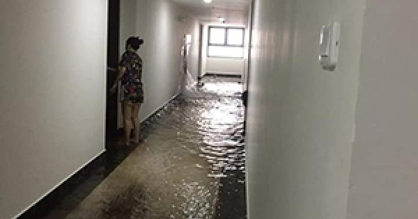 Chung cư cao cấp Hà Nội ngập nước do bục họng cứu hoả