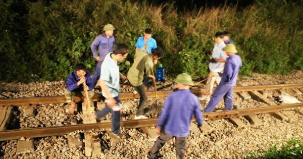 Tàu chở hàng trật bánh, đường sắt Bắc - Nam tê liệt nhiều giờ