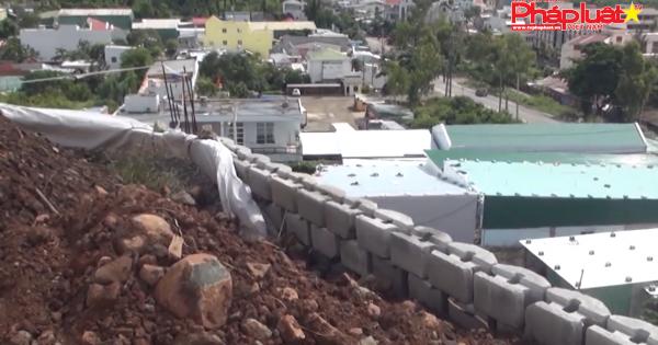 """Yêu cầu phong tỏa tài khoản chủ dự án xây tường """"khủng"""" trên đầu dân"""