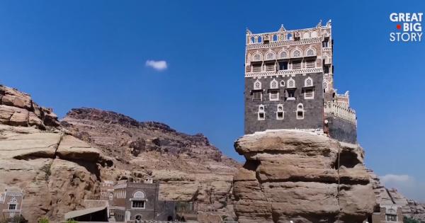 Cận cảnh cung điện hoàng gia Yemen - kỳ quan nhân tạo trên đỉnh núi đá