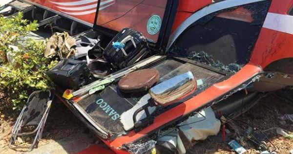 Xe chở đoàn du khách Hàn Quốc lao xuống vực ở Bình Thuận: Tài xế đã tử vong