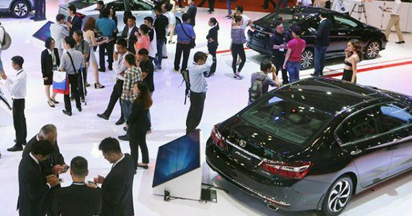 Thị trường ô-tô sau Tết tụt dốc không điểm dừng