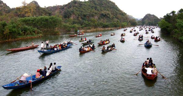 Hơn 1 triệu lượt khách trẩy hội chùa Hương