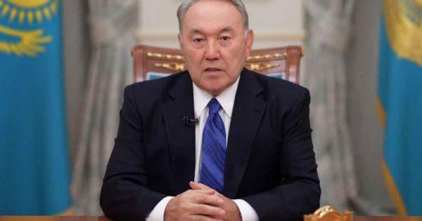 Tổng thống Kazakhstan từ chức sau gần 30 năm cầm quyền