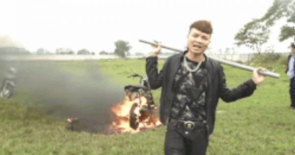 Công an đang xác minh video 'Khá Bảnh' đốt xe máy