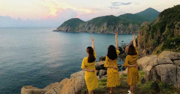 Ngỡ ngàng trước vẻ đẹp của bình minh tại điểm cực Đông Mũi Điện