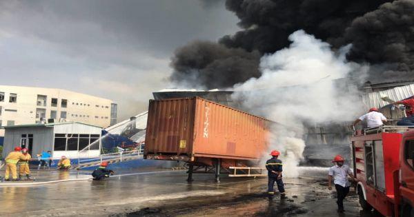 Đang cháy lớn ở KCN Sóng Thần 2, Dĩ An, Bình Dương