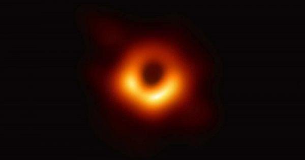 Lần đầu tiên chụp được ảnh xác thực về hố đen vũ trụ