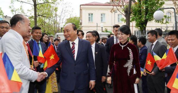 Thủ tướng gặp gỡ cộng đồng người Việt Nam tại Romania