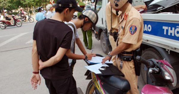"""Người dân không có quyền """"xem văn bản cử CSGT đi làm nhiệm vụ"""""""