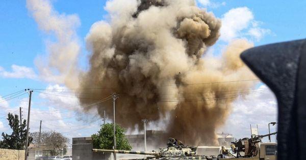 Tripoli bị pháo kích dữ dội, hơn 30 người thương vong