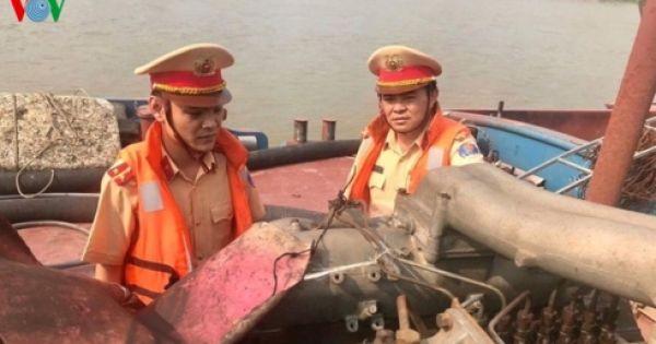 Hà Nội: Bắt giữ 5 tàu khai thác cát trái phép trên sông Hồng