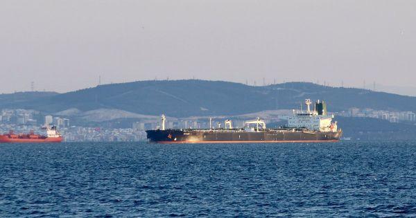 Mỹ sắp ngừng miễn trừng phạt các nước giao dịch dầu thô với Iran